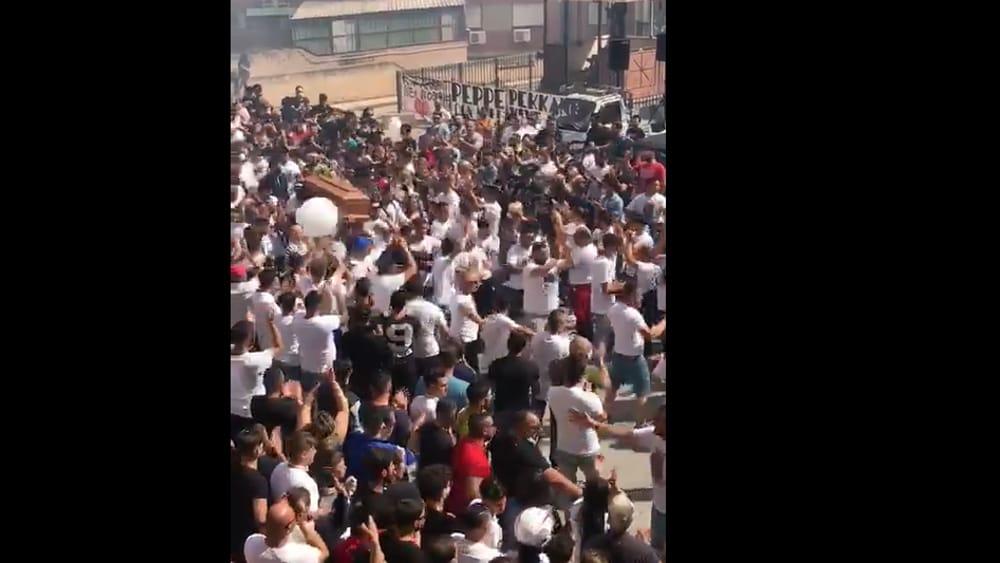 Muore con lo scooter a 18 anni, folla a Falsomiele per il funerale di Giuseppe