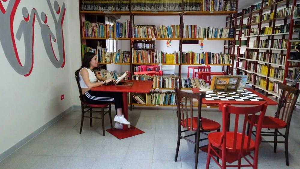 La lettura dei libri unisce le periferie: allo Zen e al Cep la cultura crea rigenerazione urbana