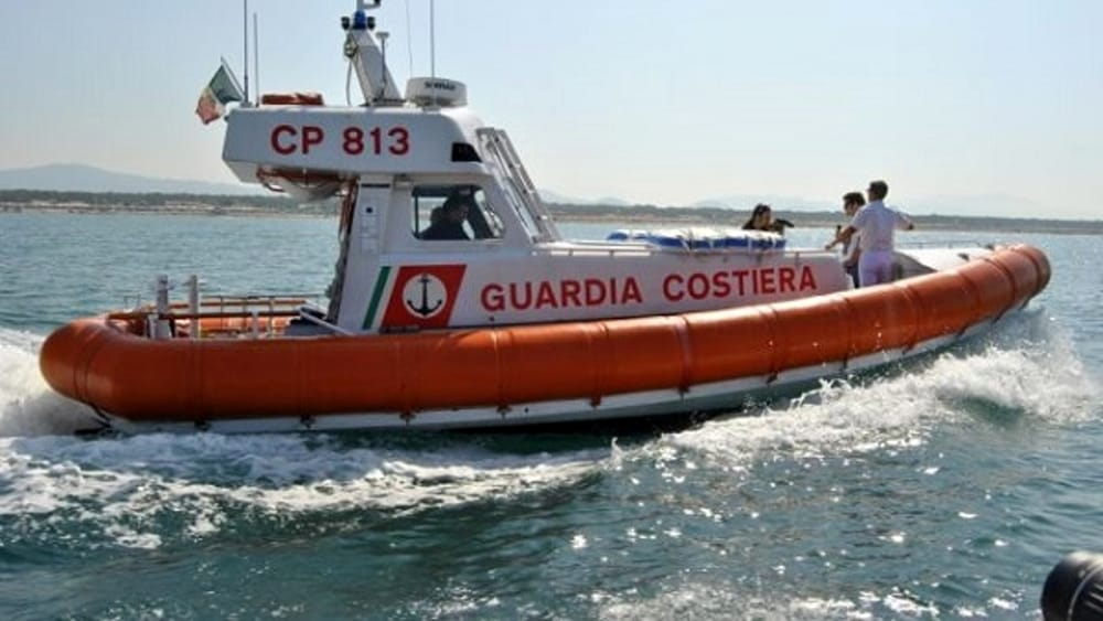 Sferracavallo, ha un incidente con l'auto e scappa... a nuoto: ripescato dalla guardia costiera