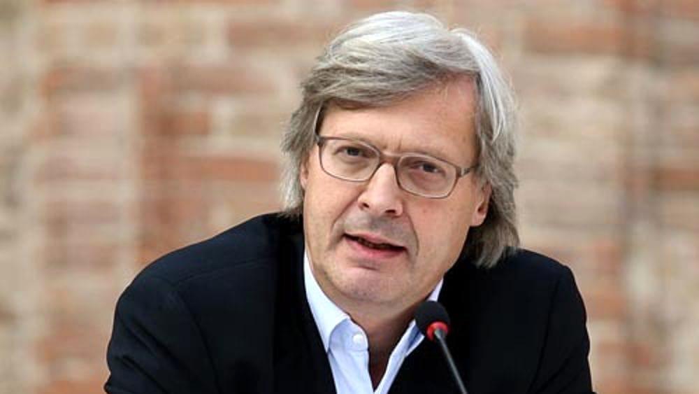 """Sgarbi contro la scorta a Saviano: """"Meglio proteggere gli italiani tartassati"""""""