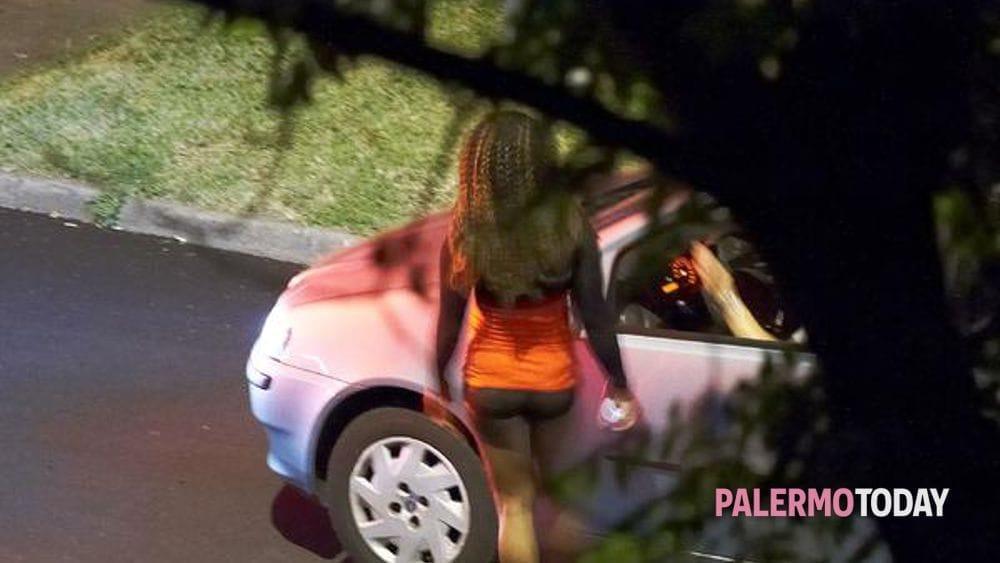 sesso in auto con prostitute come conquistare un amica