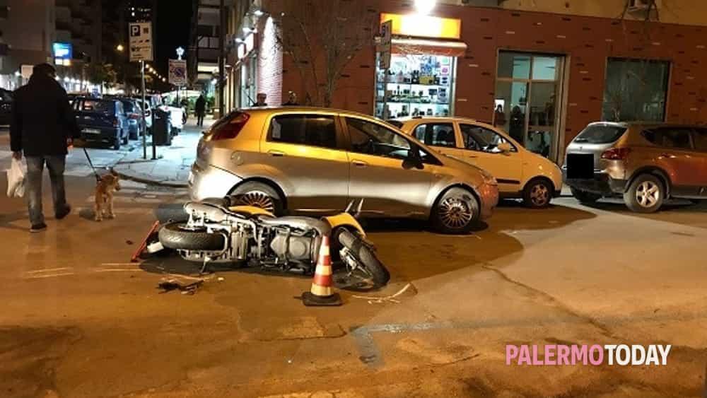 Incidente In Via Leopardi Scontro Auto Scooter
