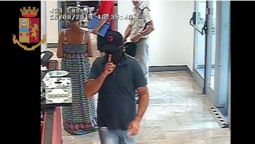 Impiegati e clienti chiusi in una stanza, poi l'assalto al caveau: arrestati dopo rapina in banca - PalermoToday