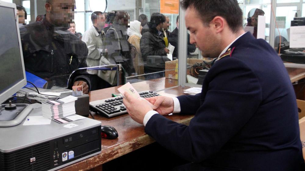All 39 ufficio immigrazione con due passaporti falsi for Immigrazione permesso di soggiorno