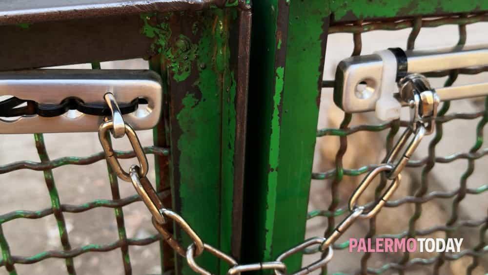 Area cani di Villa Sperlinga, chiusura del cancelletto saltata: