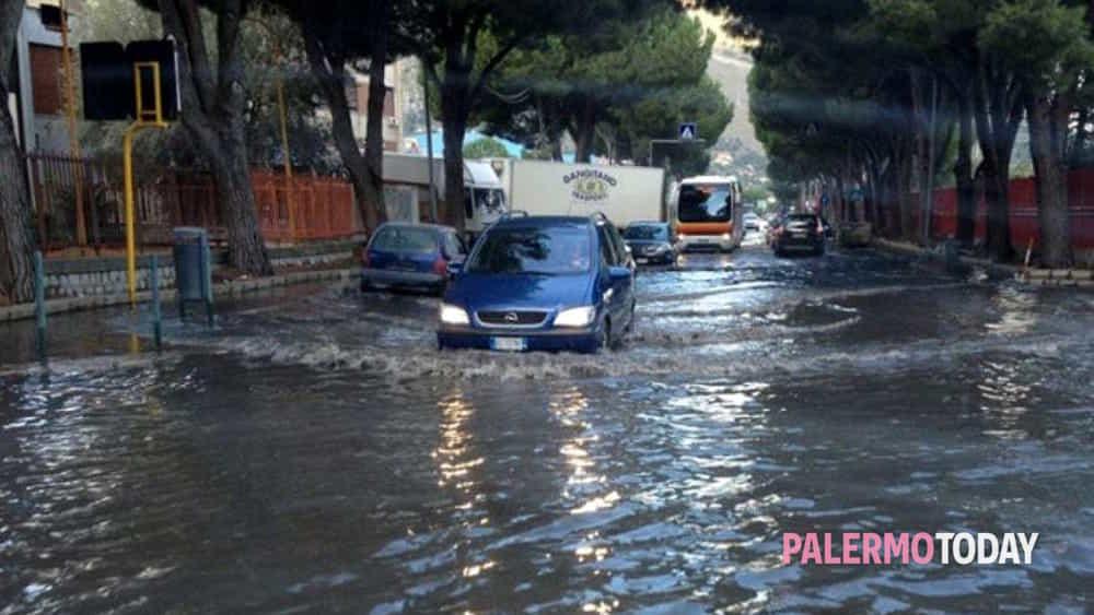 Maltempo A Palermo Allagamenti In Citt Auto Bloccate In