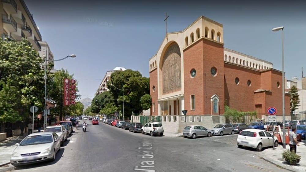 Incidente In Via Dei Cantieri Scontro Tra Un 39 Auto E Una