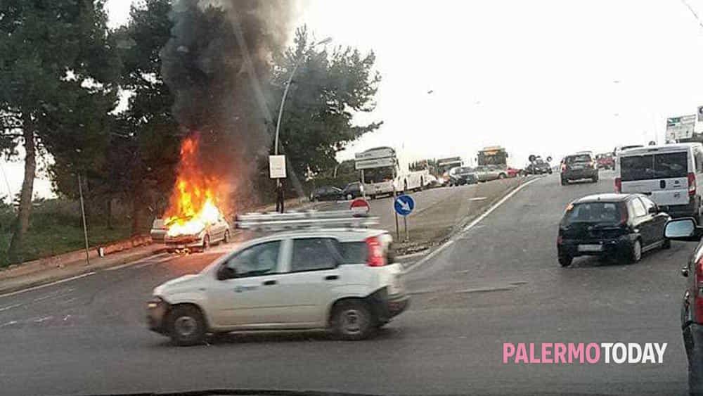 Incendio In Viale Regione Auto In Fiamme Sul Ponte Bonagia