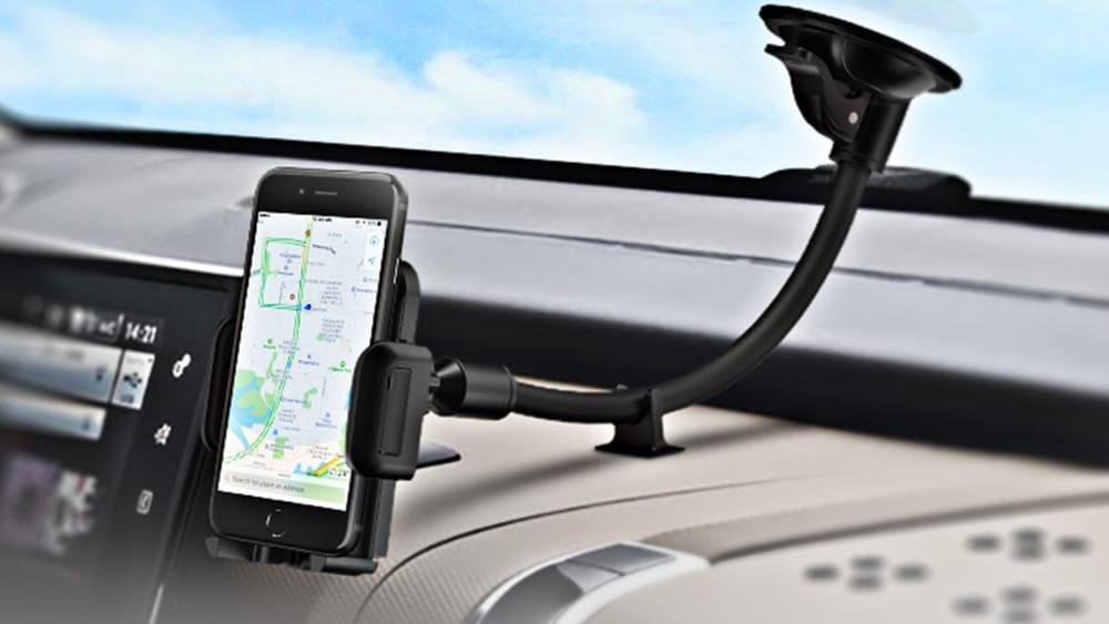 Cellulare sul cruscotto per viaggi sicuri, i vantaggi dei supporti smartphone per auto