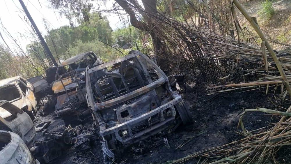 Incendio a Monreale, le fiamme colpiscono un deposito: sei auto carbonizzate