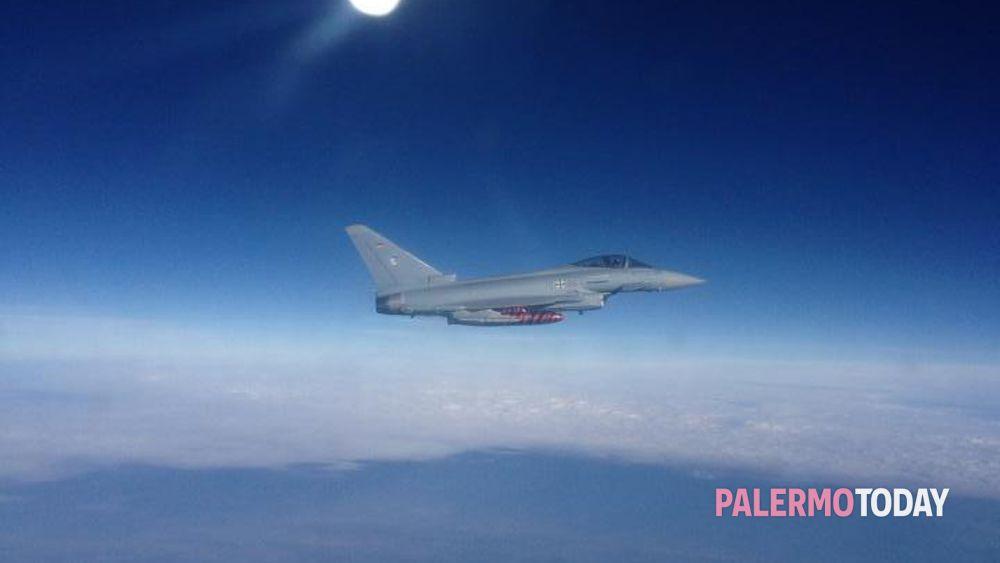 Aereo Da Caccia Giapponese : Volo alitalia quot scortato da due caccia il racconto di un