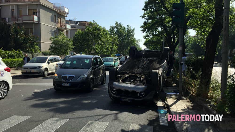 Auto Ribaltata In Viale Michelangelo 3